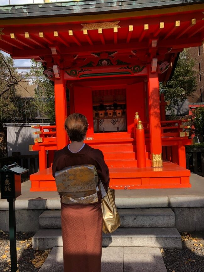 さあ!正月休みを大満喫する私。<br />正月だし日本らしいことしようよ!<br />と言うことで都内のレンタル着物やさんにで着物を着付けてもらって神田明神行ってきました。<br />40代だし正絹のブラウンをチョイス!<br />また着たくなっちゃったわ。<br />着物着て&#128088;今度は浅草行こうかな。
