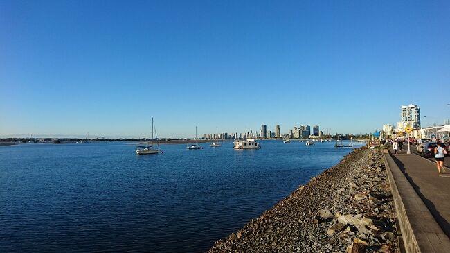 オーストラリアに留学中のピギャさんは、周囲の意識高い系の人々に影響され、ゴールドコーストコーストマラソンに出たいと言い出した。<br /><br />これは、40過ぎのオッサンが無理やり走らされた涙の記録( ;∀;)…<br /><br />