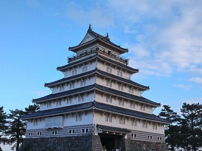 島原城:1624年(寛永元年)~ 日本100名城(91番)。<br /><br />新年からまだ1週間しか経っていませんが、<br />何も実感がないまま丑年へ、すぐに仕事が始まり、<br />切り替えモードが不安定な状態。<br /><br />昨年に予約しておいた熊本、島原を散策、<br />地域共通クーポンもらえないけど地方応援のため決行、<br />関東は寒かったようですが・・・九州もかなり冷え込んでおりました。<br />歴史と街、食を楽しみたいと思い, 負けん気全開で歩きました。<br />気になるところを巡りました、良かったらどうぞお願いします。<br /><br />1,2とも表紙はお城になってしまった。<br />