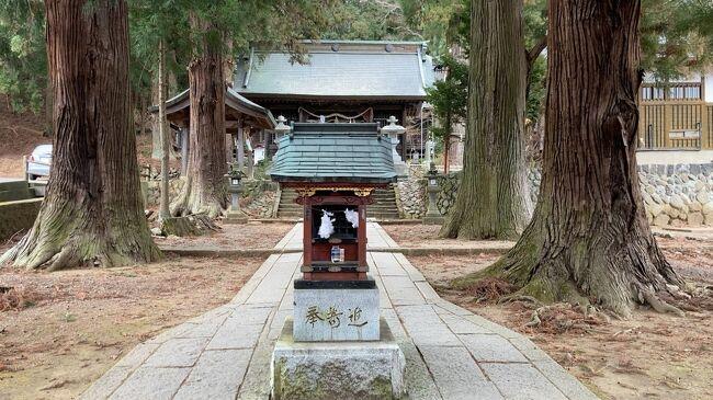 """(2021年)1/11(月)からラビスタ富士河口湖に1泊して河口浅間神社へ初詣に行きました。<br />今年の松も開けてしまいましたが、3密回避でやっと初詣です。<br />浅間神社は富士山に対する信仰の神社で日本各地にあります。<br />ここ河口浅間神社は貞観七年(865年)に富士山の噴火の怒りを鎮めるために建てられたのが起源だそうです。<br />""""富士山の信仰対象と芸術源泉の構成資産""""の一部として世界文化遺産に登録されています。<br />翌12日は早朝から雪となり、河口地区では1cm程度の積雪となりました。<br />"""