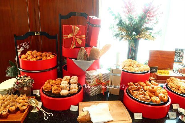お誕生日にマンダリンオリエンタルで<br />ステイケーション!<br /><br />朝はクリッパーラウンジで朝食ブッフェ。<br />さすがマンダリンオリエンタル、<br />ブッフェ内容が充実していました。<br />朝から沢山食べすぎちゃいました。<br /><br />★★ 誕生日ステーケーション12/20~12/21 ★★<br />1 ホテルにチェックイン ~マンダリンオリエンタル香港~<br />https://4travel.jp/travelogue/11671654<br />2 お部屋でディナー ~マンダリンオリエンタル香港~<br />https://4travel.jp/travelogue/11672169<br />3 充実の朝食ブッフェ ~マンダリンオリエンタル~<br />https://4travel.jp/travelogue/11672637