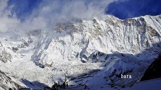 アンナプルナBC(4130m)から断崖の氷壁Ⅰ峰(8,091 m)を見る