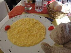 初めてのミラノ その14 (イタリア・スペイン・ポルトガル・オランダ 12日間の旅 その1-14)鮮やかな黄色、本場イタリアのリゾット!