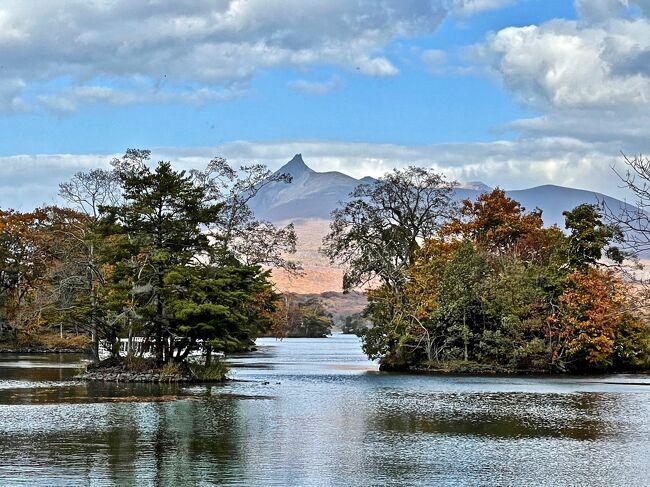 海外旅行に出られない中、Go Toトラベルで函館大沼湖に行ってきました。<br /><br />2日目と3日目は大沼湖畔の宿、大沼鶴雅リゾートエプイへ。<br />リニュアル前の「クロフォード・イン」に宿泊した事がありましたが、<br />随分素敵なホテルに変わっていました<br />宜しかったらお付き合い下さい。<br /><br />旅程<br /> <br />10/27  JL585  HND 07:45 - HKD 09:05 函館大沼プリンスホテル泊<br />10/28  大沼湖滞在  大沼鶴雅リゾートエプイ泊<br />10/29  大沼湖滞在  大沼鶴雅リゾートエプイ泊<br />10/30  JL586  HKD 14:50 - HND 16:20