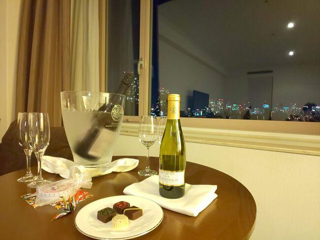 """※ザ・プリンスさくらタワー東京①「タワーサイドデラックスツイン」お部屋紹介【Marriott Bonvoyプラチャレ宿泊記・13泊目】<br />https://4travel.jp/travelogue/11675309 のつづきです※<br /><br />マリオットのプラチナチャレンジ、13泊目は「ザ・プリンスさくらタワー東京」に宿泊してきました。<br />プリンスホテル系ですが、さくらタワーは「Autograph Collection Hotels」のライセンスを持っていてマリオットグループにも属しています。<br />また「Forbesトラベルガイド」で3年連続で4つ星を獲得しています。<br /><br />・プリンスVer.HP https://www.princehotels.co.jp/sakuratower/<br />・マリオットVer.HP https://www.marriott.co.jp/hotels/travel/tyoak-the-prince-sakura-tower-tokyo-autograph-collection/<br /><br />~~~~~~~~~~~~~~~~~~~~~~~~~~~~~~~<br /><br />【Marriott Bonvoyプラチャレ宿泊記とは。。】<br />2020年8月から始まったMarriott Bonvoyのステータスマッチに申請&承認され期間限定(90日間)のプラチナエリートステータスを得たのち、ステータス期間を2022年2月まで延長させるべく、承認から90日の間にMarriott Bonvoyのホテルに15泊するという、半ば """"ホテルあそび"""" の宿泊記録です。<br />(追記:2021年に入ってから規約が更新され、2021年2月内にプラチャレを完了した場合はプラチナ期間が2023年1月まで延長されることになったようです)<br /><br />Marriott Bonvoyでこれまで行われていた普通の「プラチナチャレンジ」とは違い、初めにステータスマッチをして既に90日間はプラチナエリートメンバーである為、ラウンジアクセス権利やレイトチェックアウト・朝食無料やお部屋のアップグレード等のプラチナ特典を得ながらプラチャレが出来るというある意味オイシイ企画になっている「ステマ後のプラチャレ」です。<br /><br />私は11月半ばにステマ申請&承認されましたので、2021年2月半ばまでの90日間の15泊を目指しました。もともと計画してあった旅行の宿泊予定も期間内にあり、それ以外の宿泊は近場のホテルを楽しみました。<br /><br />【Marriott Bonvoyについてはこちら公式HPをどうぞ】<br /> https://www.marriott.co.jp/default.mi"""