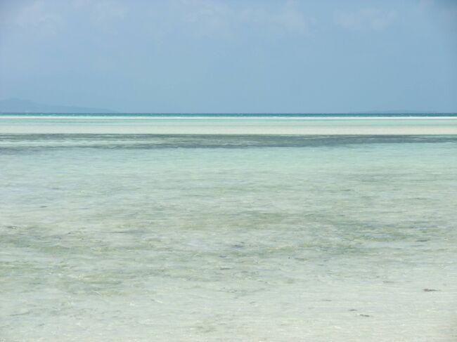 石垣の夏色の海々。