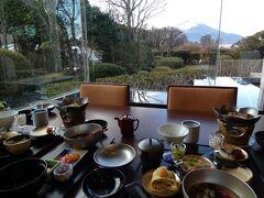 初冬のエクシブ山中湖サンクチュアリビラ1泊 早朝の富士山 エクシブ山中湖本館 日本料理花木鳥の朝食