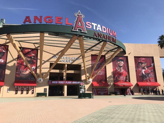この日は主人の念願のエンゼルスタジアムに行ってきました。<br /><br />オフシーズンなので試合もなくグッズショップと外観を見るだけだったのですが、かなり予定を詰め込んだスケジュールの中、のんびりと散策できて良い一日でした。<br />