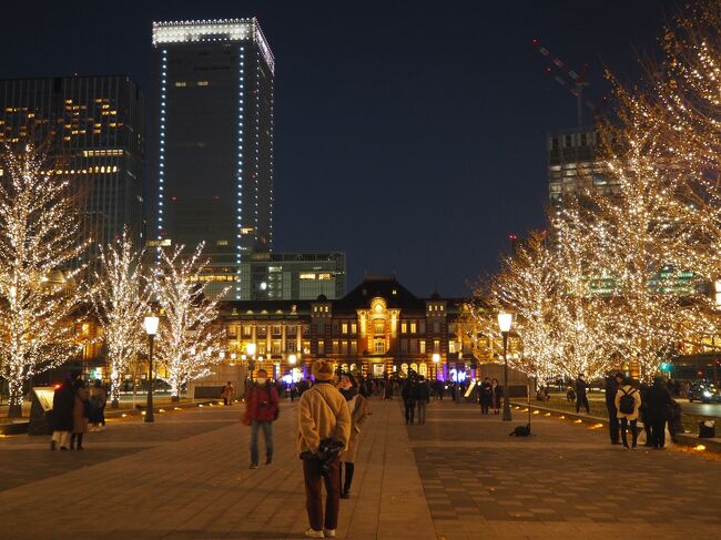 クリスマス直前の週末に東京駅周辺のクリスマスツリー巡りをし、東京ステーションホテルへ1泊してきました。<br /><br /><br />東京ステーションホテル<br />↓<br />イルミネーション巡り<br />(丸ビル、丸の内仲通り、行幸通り)