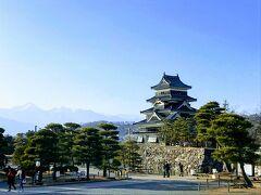 冬の下呂&高山・帰りにちょこっと松本城 ② (山脈をバックに、美しいシルエットの五重のお城!)