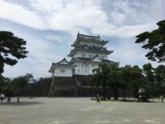 A級戦犯7名を祀る興亜観音を目指して熱海へドライブ、行き帰りに小田原城と寒川神社にも寄りました。