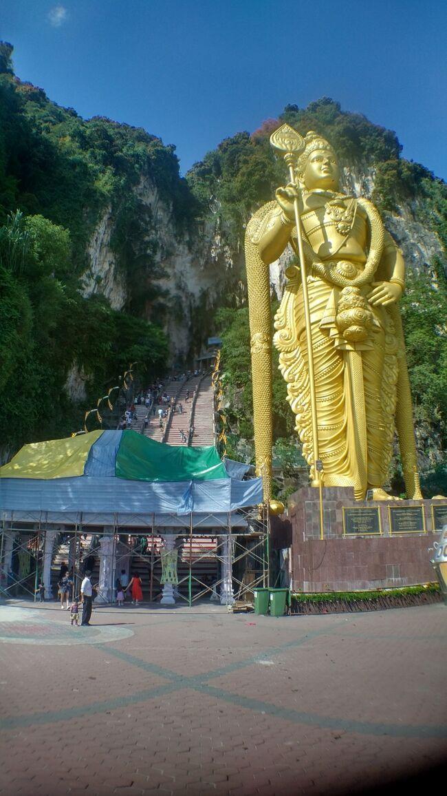 シンガポールに住む友人に会いに行こうと思い<br />陸路でシンガポールまで向かおうと思いたちました。<br />本旅行記はその5日目です。<br /><br />温泉好きなのでマレーシアでも温泉を満喫したあと<br />バトゥ洞窟、ペトロナスタワーとクアラルンプールを回ります。