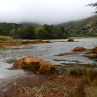 紅葉の安達太良山、磐梯山 赤褐色の銅沼(あかぬま)トレッキング