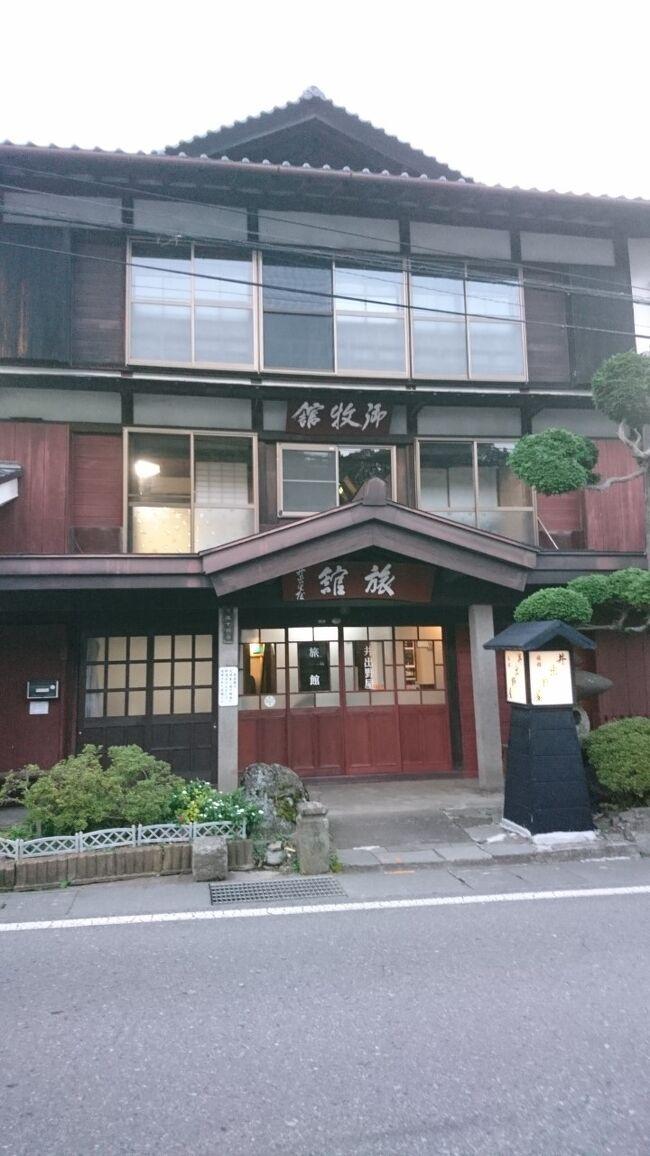 日本のミステリー小説の最高峰、横溝正史さんの『犬神家の一族』のロケ地になった宿が今も残っている聞き、訪れました。なんと、ロケで金田一耕助さんが泊った部屋でした。大感激です。<br /><br /><br /><br /><br /><br /><br /><br /><br /><br /><br /><br /><br /><br />