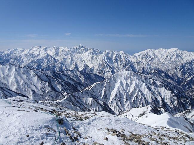 気象条件が良さそうだったので、北アルプスの唐松岳に登ってきました。唐松岳には3年半前に後立山連峰を縦走した際に登頂したことがありますが、積雪期には初めて。絶好のコンディションに恵まれて、雪山の絶景を楽しめました。<br /><br /><旅程><br />【1日目(2/27土)】<br /> →明科9:19(特急しなの)<br /> 明科駅前10:10→上生坂10:28(生坂村営バス)<br /> 上生坂バス停10:32-10:53京ヶ倉登山口10:59-11:49京ヶ倉11:57-12:09大城-13:00眠峠登り口-13:49やまなみバス停(徒歩)<br /> やまなみ13:54→あづみ病院14:07(池田町営バス)<br /> 信濃松川14:53→信濃大町15:05(JR大糸線)<br />【2日目(2/28日)】<br /> 信濃大町6:10→白馬6:51(JR大糸線)<br /> 八方池山荘9:37-11:34唐松岳11:58-12:11唐松岳頂上山荘12:22-13:49八方池山荘(徒歩)<br /> 白馬15:16→16:25松本16:53→(特急あずさ+しなの)