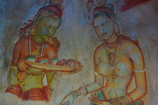 世界遺産が多くあり魅力的だけど、2009年まで内戦が続き行きづらかった国スリランカ<br />特に思い入れはなかったけど、行ってみるとすごくいい国だった<br />人種や食べ物文化はインドっぽいけど、仏教徒が多くてとても親切で居心地がよかった<br /><br />※コロナウィルスの外出自粛に写真を整理しながら、もう7年前になる旅行を思い出しながら作成<br /><br />6/24   23:35関空発→(AirAsia D7535)<br />6/25   →5:20クアラルンプール着<br />  10:15クアラルンプール発→(AirAsiaAK1807)→ 11:10シンガポール着<br />6/26   10:00シンガポール発→(TigarAirways TR2572)→ 11:20 コロンボ着<br />   14:00コロンボ発→(バス)→17:00ダンブッラ着<br />6/27  11:00ダンブッラ発→(バス)→14:00キャンディ→(バス)→17:00ヌワラエリヤ着<br />6/28  13:00ヌワラエリヤ発→(鉄道)→17:00キャンディ着<br />6/29  12:00キャンディ発→(鉄道)→17:00ゴール着<br />6/30 12:00ゴール発→(鉄道)→16:00ネゴンボ着<br />7/1  12:20コロンボ発→(Tigar Air TR2573)→19:05シンガポール着<br />22:05シンガポール発→(Jet Star 3K689)→12:10クアラルンプール着<br />7/2<br />7/31:00クアラルンプール発→(AirAsia D7532)→8:25関空着