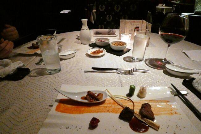 この日の夕食は、中国料理 翠陽でプレミアムスモールポーション(¥13,200-)にフリードリンク(¥2,750-)を付けて楽しみます。<br /><br />伊勢海老に始まり、鮑、ずわい蟹、ふかひれ姿などの豪華な食材を使ったお料理は、ボリュームも充分で素晴らしいディナーになりました。