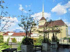 お城のような結婚式場が見える「大宮璃宮 Caf'e &  Restaurant  四季庭」でランチする