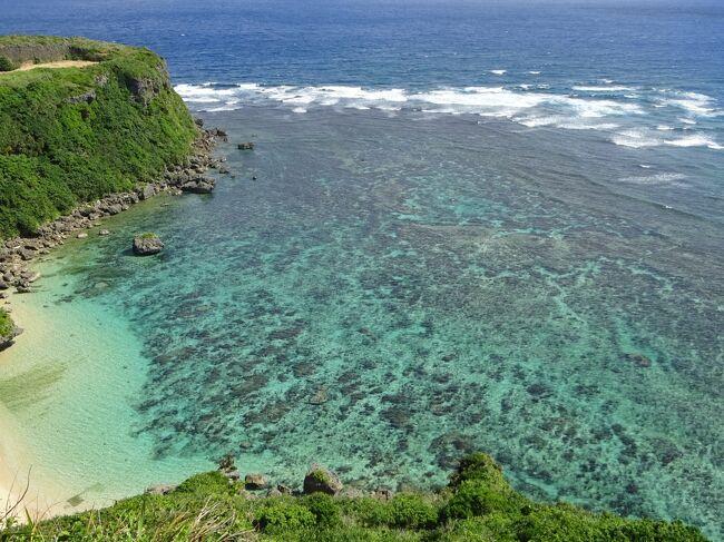 沖縄のホテルの中では朝食がかなり気に入ってるビーチタワー。<br />今回ビーチタワーのコーナーオーシャンツインがお得な値段で出ていたので、楽天トラベルでツアー予約しました。<br />gotoトラベル利用で、ビーチタワー2泊3日朝食付き+JAL+レンタカー付きで4万円ちょっとでした。<br />那覇空港に着いてから、ゆしどうふそばを食べに行きたかったので早目の便を予約しました。<br />ビーチタワーのコーナーオーシャンツインのお部屋は、オーシャンビューの景色がとても良かったです。<br /><br />2日目は観光へ。<br />勝連城跡と、絶景スポットの果報バナタへ。<br />表紙の写真は果報バナタですが、ここは本当にキレイでかなりのお勧めスポットです。