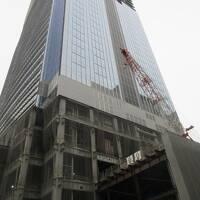 東京駅八重洲口再開発(ミッドタウン八重洲)で、ブルガリホテル建築中、後ろにコートヤード東京