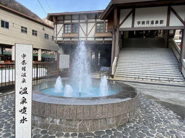 京都へ帰省してから、翌日は金沢経由で宇奈月温泉へ<br /><br />黒部渓谷のトロッコ列車は4月中旬からの運行なので、この時期は特に見るべきものはなく、温泉につかって美味しい料理を食べるくらいですが、とりあえず一度行ってみたかったので訪れました<br /><br />宿泊客はほとんどが富山ナンバーだったので、他府県からの人はほとんどいない<br /><br />Go Toトラベルが再開しないと観光業は厳しい感じでした<br /><br />列車で夕方にホテルに着いたので、翌日の朝食後に近くの想影展望台までだけ歩いてみました<br />
