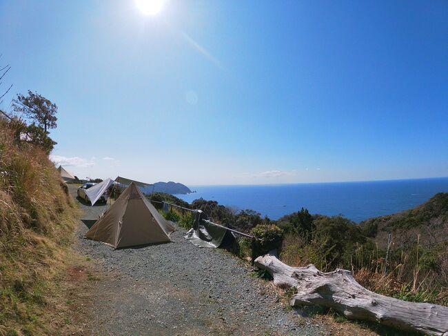 2021年2回目のキャンプは伊豆半島の南伊豆にある夕日ヶ丘キャンプ場に行きました!<br />このキャンプ場は山の斜面に作られたキャンプ場で<br />太平洋の絶景を一望できる人気キャンプ場です。<br /><br />私が訪れた日は雲一つなく真っ青の空と海を見ることができ<br />夜には空いっぱいの星も見ることができました。<br />今まで訪れてきたキャンプ場で断トツの景色でした。<br />よろしくお願いします。<br /><br /><br />南伊豆夕日ヶ丘キャンプ場<br />住所:静岡県賀茂郡南伊豆町伊浜2222<br />サイト料金:青色エリア6000円<br />      黒色エリア5000円<br />      赤色エリア4000円<br /><br />アクセス:都心から約3時間30分<br /><br /><br />
