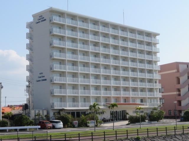 沖縄那覇空港に近い豊見城市にあるビューホテルチェーンの「ホテルグランビューガーデン沖縄」に朝食利用で宿泊しました。<br /><br />ゆいレール赤嶺駅前にあるホテルグランビュー沖縄から送迎車を利用する為、ホテルグランビュー沖縄のロビーで少し休憩しながら待ちました、ホテルグランビューガーデン沖縄までは送迎車で10分位で到着、チェックイン時間までロビーでちょっと待ってから客室に入り休憩後周辺にある豊崎海浜公園、沖縄アウトレットモールあしびなー、道の駅豊崎、イーアス沖縄豊崎など散策してホテルに戻り宿泊、翌朝はホテル1階のレストラン土煌でそこそこの朝食を食べました、綺麗な建物・客室で大浴場もありほぼ満足の1泊でした。