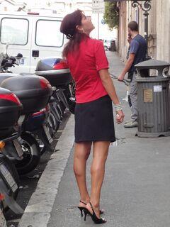 初めてのローマ その9(イタリア・スペイン・ポルトガル・オランダ 12日間の旅 その4-9)街歩き⑦  美脚のローマ美人!