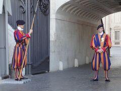 初めてのローマ その16(イタリア・スペイン・ポルトガル・オランダ 12日間の旅 その4-16)街歩き⑭ ピエロじゃないよ、スイス人の衛兵!