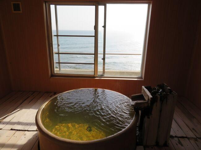 1月に行く予定だった初湯はコロナ第3波が来てキャンセルに・・・<br />大阪京都兵庫の宣言が解除された3月初旬もう行ってもいいかなと<br />1月に予約を入れていた白浜のいつものお宿を検索するも既に満室で<br />いろいろ探して以前から行ってみたいリストに入っていた<br />こちらの展望風呂付客室に空室を発見!<br />娘に声を掛けたら孫も温泉♪温泉♪と大喜びで一緒に行くことに(^^)<br />娘夫君はまた土曜日自分の時間がもてるわ~と笑顔で送り出してくれました(笑)<br /><br />展望風呂付客室は平日大人3名だと1人21,600円とコスパ抜群<br />(ただ2名利用だと平日26,200円、土曜29,200円なので土曜泊は高く感じます)<br />1歳から3歳の布団と食事無しの幼児料金は2,200円(朝食はサービス)<br />それにお布団一組追加が1,100円と、とても良心的<br />プラス泉質の良さと眺望の良さと料理長さんのお人柄の良さに触れ<br />娘に続き私たち夫婦もお気に入りの宿となりました<br /><br />そして帰路、セラヴィ目当てでアクアイグニスに寄り道<br />ケーキとパンを購入して帰りました<br />