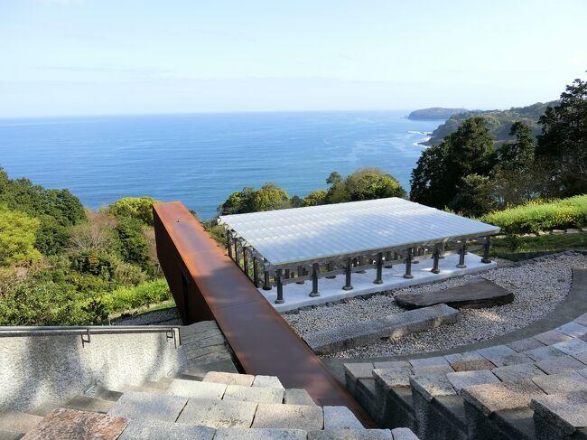 杉本博司さん設立の江の浦測候所をメインに小田原城のイルミネーションイベント『光の回廊』を見学してきました。