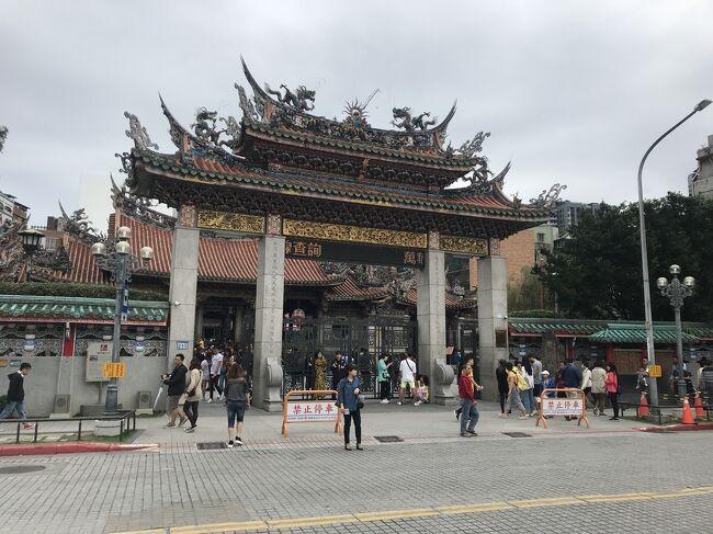 ベジタリアンな妻とともに初めて2人で台湾を楽しみました。車の免許がないので、事前に色々と調べながら、美味しいお店と観光スポットを回りました。5日目は、龍山寺や二二八国家紀念館などを観光しながら、お茶屋さん、ジャンボフライドチキンなどを楽しみました。最終日の6日目は観光する時間もなく、帰国のみでした。<br /><br />▼訪れた場所<br />・龍山寺<br />・新富市場<br />・永康街<br />・二二八紀念館<br />・郵政博物館<br />・二二八国家紀念館<br />・国立台湾工芸研究センター<br /><br />▼宿泊場所<br />・ヴィア ホテル タイペイ ステーション<br /><br />▼食事をした場所<br />・青田茶館<br />・take five 五方食藏<br />・豪大大鶏排<br />・Jolly