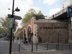 新装開店のバスティーユ広場と新緑の芸術高架橋