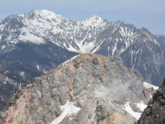 残雪の焼岳【南峰】