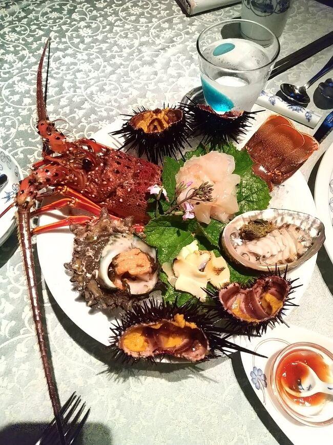 定年翌日に友人とJET STARを利用し長崎へ2泊3日の旅行をしてきました♪<br /><br />1日目は念願の西海市大島町「オーベルジュあかだま」に泊まり魚介類をこれでもか!と堪能しました。<br /><br />2日目は新しくてオシャレ、その上便利なカンデオホテルズ長崎新地中華街に泊まり長崎県立美術館へ行きました。<br /><br />3日目はホテル周辺を散策し、福砂屋本店で期間限定の桜模様キューブ カステラを購入しました。
