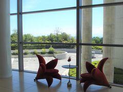 2012年夏 淡路夢舞台へ行ってウエスティン淡路の赤い花型の椅子に座ってみた