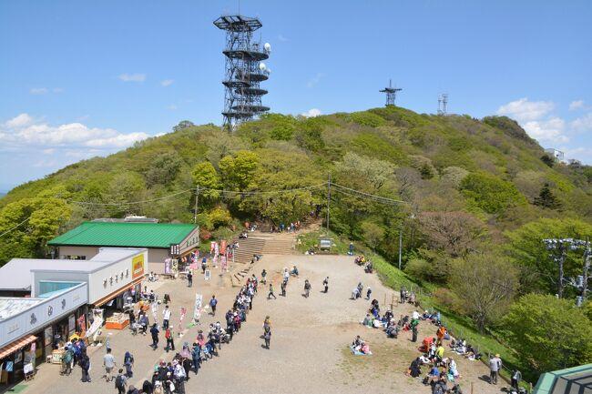僕にとって筑波山は故郷の山。<br /><br />千葉県北西部、遠くに同山が見える場所で育った。<br /><br />小さな頃、初めて家族に連れられて登山したのもこの山。<br /><br />あれからもう約40年弱が経ち、同じ経験を継がせる事にした。