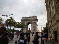 ブリュッセルから鉄道でパリへ移動し、凱旋門・ルーヴル美術館など観光