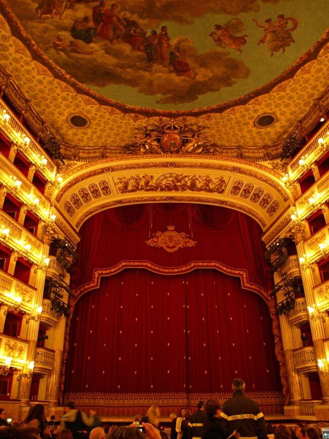 第10日目(4月10日・金)<br /><br />延泊2日目は、先ずカゼルタに行き王宮庭園と王宮の見学後ナポリに戻り、サン・カルロ劇場に。当日券を購入してバレエ鑑賞。<br /><br />カゼルタからナポリ中央駅に戻ってからビジィーだった。<br />16:15 ナポリ中央駅に到着。16:26 151番線バスに。16:40 ヌオーヴォ城の下のバス停で下車。17:05 サン・カルロ劇場で当日券を購入。<br />チケットを見ると18:00 開演予定とある。歩くとホテルは近いが時間が足りない。<br />17:15 タクシーでホテル・ロイヤル・コンチネンタルに到着。17:40 着替えてタクシーでサン・カルロ劇場に。17:50 サン・カルロ劇場に到着。<br /><br />このブログはコロナ禍真っ最中の2021年5月に執筆している。9年前の旅行なので変わった面は悪しからず・・・。
