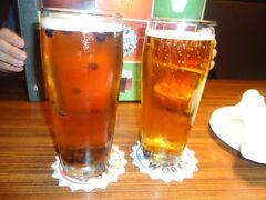 マサチューセッツ州 ボストン - まるでタピオカのようにブルーベリーの入ったビールのあるブリューワリーで夕食