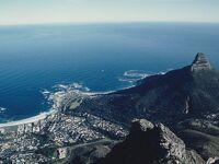 27年前、南アフリカに行きました。テーブルマウンテンの上から眺めるケープタウン