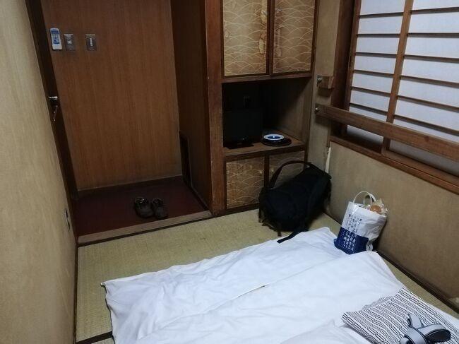 """全国には、マイナーともメジャーとも言えない「ディープ」な地域がいくつかあります。<br />今回は大阪市西成のディープなエリアにある宿「ビジネスホテル福助&ビジネスホテル加賀&ビジネスホテルみかど&パークイン&ビジネスホテル和香&三輝&ホテル東洋&ホテル新今宮&ビジネスホテル太洋」をご紹介します。<br />youtubeチャンネル<br />https://www.youtube.com/channel/UCNr4mIN6HdURGFu03WUrSpA<br /><br />★ディープな場所シリーズ<br /><br />福島第一原子力発電所のある町・大熊町&双葉町(福島)<br />https://4travel.jp/travelogue/11630107<br />山谷&吉原(東京)<br />http://4travel.jp/traveler/satorumo/album/10577369/<br />http://4travel.jp/travelogue/10950418<br />横浜の青線地帯跡・黄金町&日ノ出町(神奈川)<br />http://4travel.jp/traveler/satorumo/album/10502282/<br />寿町(神奈川)<br />http://4travel.jp/travelogue/11151175<br />中村遊郭跡(愛知)<br />https://4travel.jp/travelogue/11370807<br />渡鹿野島(三重)<br />http://4travel.jp/travelogue/11104558<br />近鉄特急""""しまかぜ""""で渡鹿野島(三重)<br />https://4travel.jp/travelogue/11641830<br />雄琴温泉(滋賀)<br />https://4travel.jp/travelogue/11664247<br />五条楽園(京都)<br />http://4travel.jp/traveler/satorumo/album/10481833/<br />http://4travel.jp/travelogue/10801251<br />島原遊郭跡(京都)<br />https://4travel.jp/travelogue/11417200<br />猪崎新地跡(京都)<br />https://4travel.jp/travelogue/11452211<br />ビジネスホテル福助&ビジネスホテル加賀&ビジネスホテルみかど&パークイン&ビジネスホテル和香&三輝&ホテル東洋&ホテル新今宮&ビジネスホテル太洋(大阪)<br />https://4travel.jp/travelogue/11693115<br />釜ヶ崎&飛田新地(大阪)<br />http://4travel.jp/traveler/satorumo/album/10464129/<br />http://4travel.jp/travelogue/11147308<br />あいりん労働福祉センター(大阪)<br />https://4travel.jp/travelogue/11522467<br />信太山新地(大阪)<br />http://4travel.jp/traveler/satorumo/album/10540577/<br />松島新地(大阪)<br />http://4travel.jp/traveler/satorumo/album/10543325<br />滝井新地(大阪)<br />http://4travel.jp/traveler/satorumo/album/10597351/<br />今里新地(大阪)<br />http://4travel.jp/traveler/satorumo/album/10599481/<br />かんなみ新地(兵庫)<br />http://4travel.jp/traveler/satorumo/album/10602744/<br />宝山寺(生駒)新地(奈良)<br />http://4travel.jp/traveler/satorumo/album/10804891/<br />大和郡山「洞泉寺町&東岡町」(奈良)<br />http://4travel.jp/traveler/satorumo/album/10806452/<br />天王新地(和歌山)<br />http://4travel.jp/traveler/satorumo/album/10605153/<br />コザ吉原社交街(沖縄)<br />http://4travel."""
