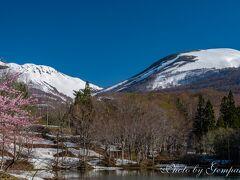 月山の麓の温泉で遅い春の絶景を楽しむ