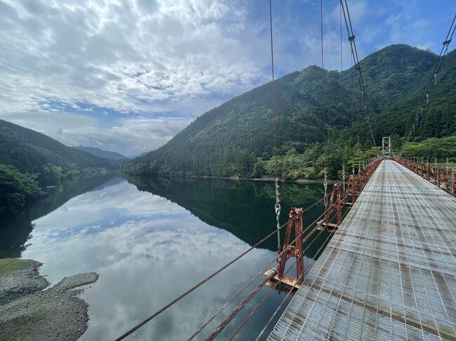 自転車にて、5月なのに梅雨真っ只中、十津川温泉「静響の宿 山水」に宿泊し、美しい清流に出会いました。<br /><br />