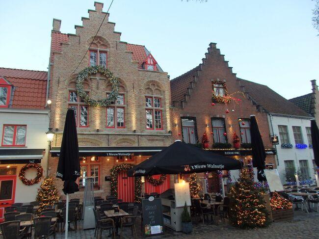 ブルージュの町は、20年近くも前、オランダと合わせたツアーで訪れただけで、ブルージュには宿泊したもののかすかな記憶があるだけ。ほぼ初めて状態で歩き始めました。<br /><br />地理間もほぼないと同然なので、まずは自分の足で歩いて距離感をつかめ<br />ればよいかという軽い気持ちでの散策のようすです。<br /><br />☆&#39;.・*.・:★&#39;.・*.・:☆&#39;.・*.・:★&#39;.・*.・:☆&#39;.・*.・:★&#39;.・*.・:☆&#39;.・*.・:★&#39;.・*.・:☆&#39;.・*.・:★<br /><br />【スケジュール】<br /><br />12月2日(月)関空発<br />12月3日(火)ドバイ→ブリュッセル→ブルージュ(ブルージュ泊)<br />12月4日(水)ブルージュ市内観光(ブルージュ泊)<br />12月5日(木)ブルージュ市内観光(ブルージュ泊)<br />12月6日(金)ブルージュ→リエージュ(リエージュ泊)<br />12月7日(土)ハッセルト訪問(リエージュ泊)<br />12月8日(日)ルーヴェン訪問(リエージュ泊)<br />12月9日(月)リエージュ→アントワープ(アントワープ泊)<br />12月10日(火)アントワープ市内観光(アントワープ泊)<br />12月11日(水)メッヘレン&リール訪問(アントワープ泊)<br />12月12日(木)アントワープ→ヘント(ヘント泊)<br />12月13日(金)ヘント市内観光(ヘント泊)<br />12月14日(土)ヘント→ブリュッセル(ブリュッセル泊)<br />12月15日(日)ブリューッセル市内観光(ブリュッセル泊)<br />12月16日(月)ディナン訪問(ブリュッセル泊)<br />12月17日(火)ブリュッセル空港→ドバイ着<br />12月18日(水)ドバイ空港→関空着