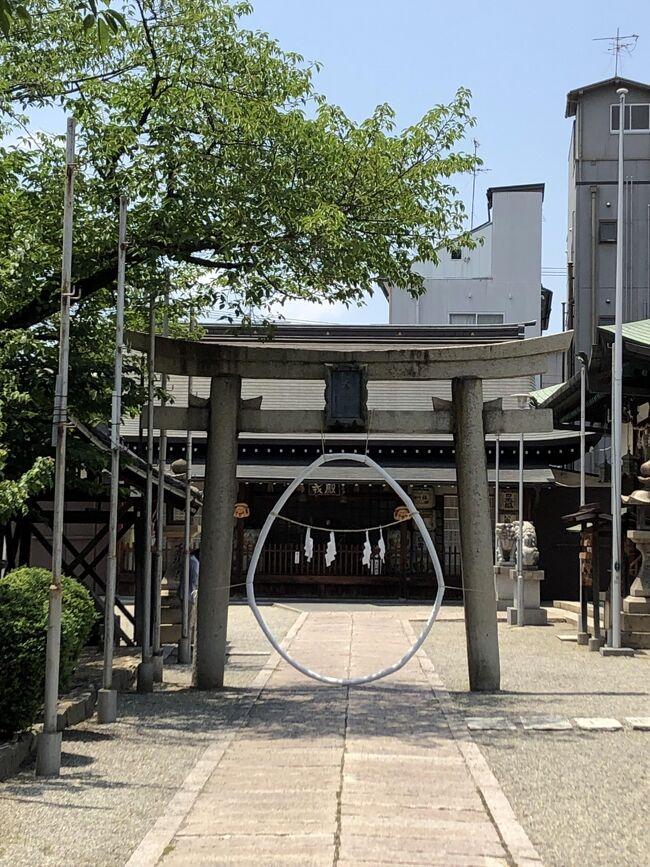東京オリンピック2020+1の開幕まで、残り1ケ月を切りました。<br /><br />開催の是非については賛否意見があり、そこが議論されていたはずなのに、何故か開催ありきのカウントダウンが進められているという、不思議な国「ニッポン」です。<br /><br />今は、リバウンドや感染拡大時の対策という議論になってきていますが、「政」での開催優先とするなら、「開催します。何かあったら責任はわたしにあります。」位、覚悟を持って欲しいですね。<br />まぁ、「責任は痛感している。」と言いながら、肝心な責任は取る気も無く、引き続き対応を責任もって進める。といい放つ人が指導者ですから、国民も期待はしないでしょうが、本当に最前線で頑張っている人の苦労を無にするような、無秩序な人達には、自覚を求めるのではなく、何らかの罰則が必要だろうな、と思う毎日です。<br /><br />そんなある日、所用で近鉄八尾を訪れる機会があり、時間があったので周辺を散策いたしました。<br />商店街はコロナの影響以前から、シャッター通りになっていた印象を受けましたが、初めての街歩きは久し振りの旅行気分で、古い街並みが印象的でした。<br />