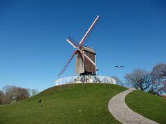 2019年ベルギーのX'sマーケット巡り【9】ブルージュ:外の大運河沿いの風車を見に