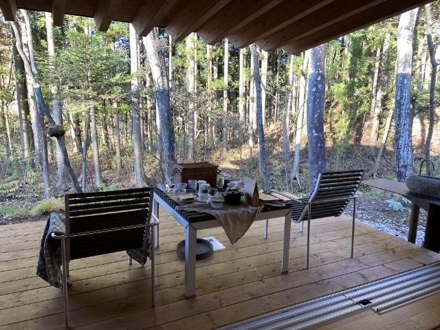 Goto利用で少しだけお安く小旅行<br />待望の二期倶楽部villaがオープンしました。<br />坂茂さん設計の素晴らしいVillaです。<br />14棟15室で1棟はコネクティングルーム・暖炉・サウナ付きだそうです。<br />