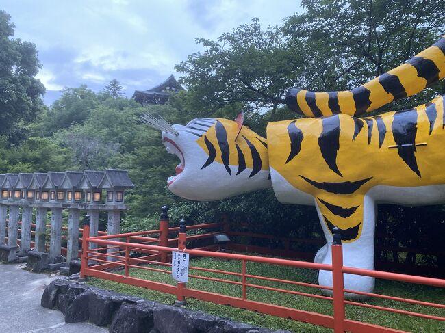 大阪市内から車で約1時間の信貴山。信貴山観光ホテルに泊まって、温泉と観光を満喫しました。
