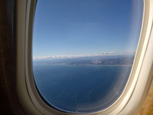 単独で日本に一時帰国。<br />可能な限り密を避けるためにエミレーツのファーストクラスを利用しました。<br />(はじめはビジネスを購入、あとで有料アップグレード)<br />ファーストクラスは家を出てから関空に到着するまで、半径5m以内に空港職員以外の人が通ることが殆ど無く密を避けれました。<br /><br />大阪到着後はホテル隔離(空港ホテルと新大阪のホリデイイン)<br />バルセロナに戻ってからは気になっていたホテルに3日間ステイしてPCR検査を受けて陰性を確認してから帰宅しました。<br /><br />当然ながら全て自腹なので多くのコストは掛かってしまいましたが、あの時期に思い切って一時帰国して良かったと思います。